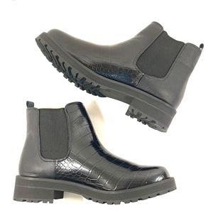 Fergie NIB Sting Embossed Croc Bootie Boots sz 11